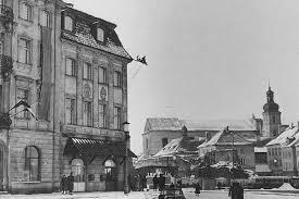 L'immeuble John - mais sans la colonne qui al'epoque etait plus pres du chateau royal.
